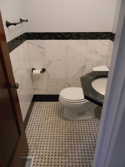 Tiled_bathroom_wall_and_floor